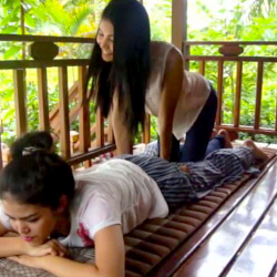 VIDEO:Getting A Thai Massage