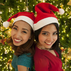 VIDEO: How to Wish Happy Christmas & New Year in Thai