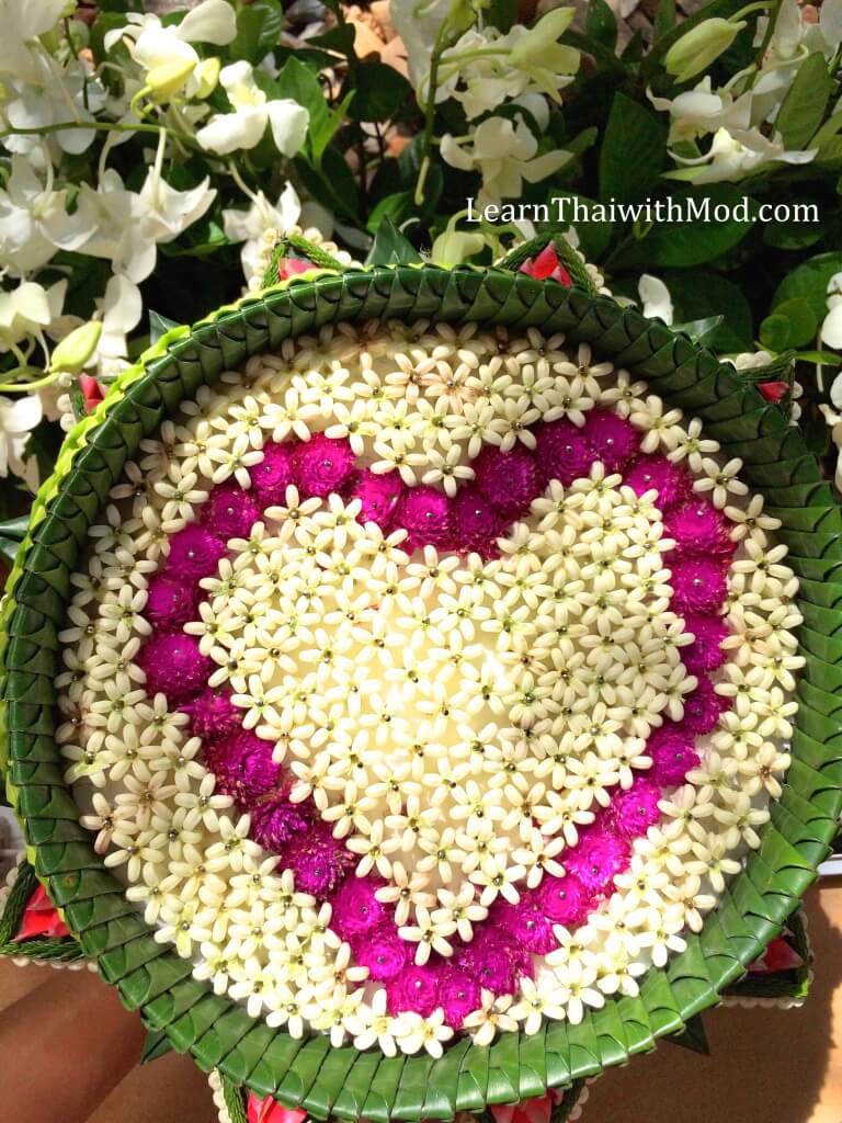 The rings tray made of banana leaves, Calotropis gigantea flowers and Globe amaranth.