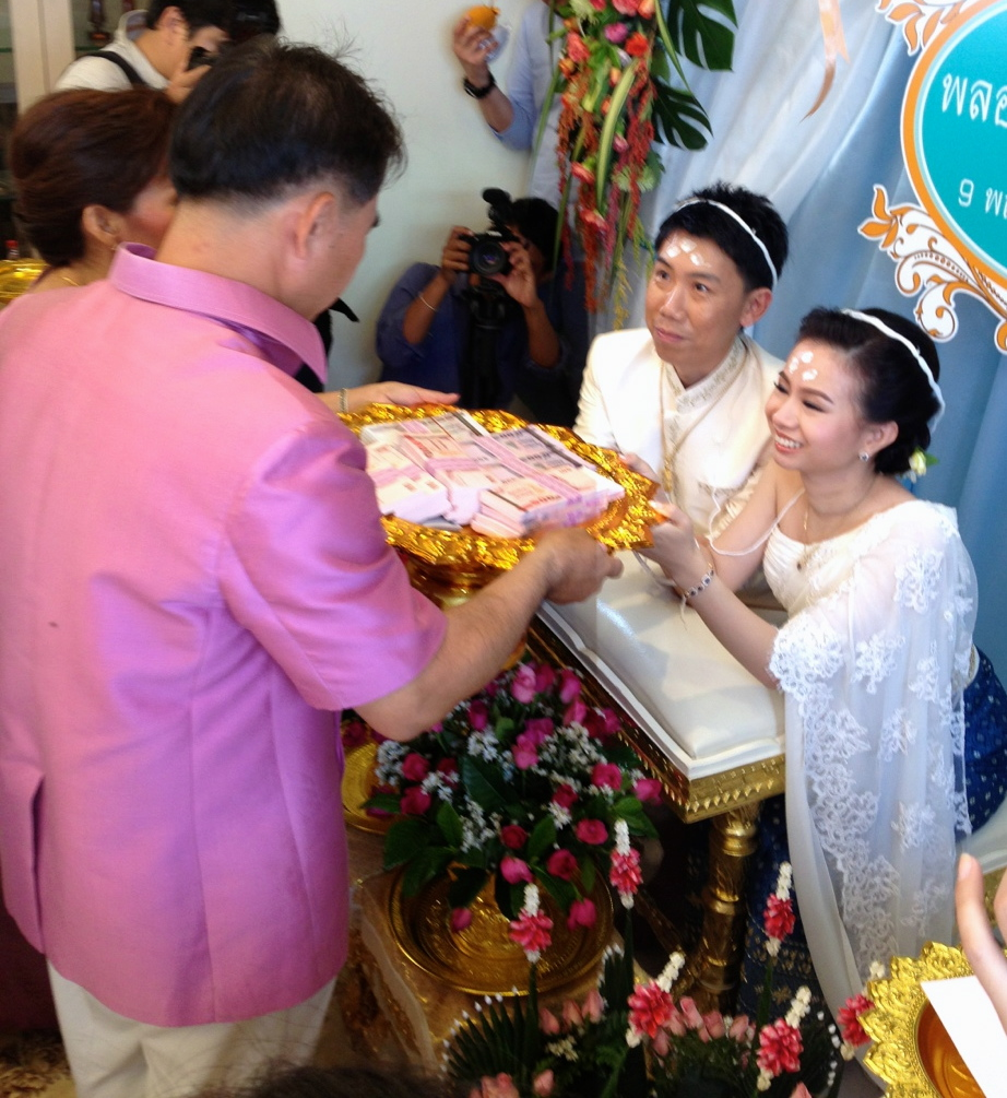 Thai Wedding Gifts: Thai Traditional Wedding Ceremony